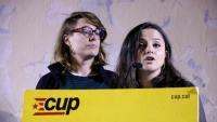 La diputada de la CUP Maria Sirvent i l'exdiputada Mireia Vehí, en un acte davant de La Model, el 5 de desembre de 2018