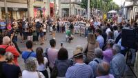 Els concentrats ahir a la tarda a la Riera de Mataró com a rebuig per la mort de l'adolescent trobada degollada