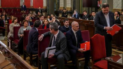 Oriol Junqueras, dret al costat de la resta de presos polítics