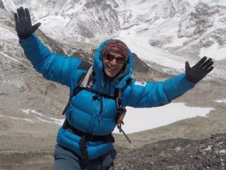 Mingote, amb l'Everest darrere seu en l'expedició de fa unes setmanes