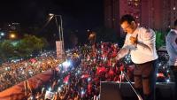 Ekrem Imamoglu, alcalde d'Istanbul elegit per segon cop, celebrant la nova victòria, diumenge passat