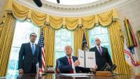 Trump, mostrant l'ordre executiva en què imposa sancions financeres a l'Iran, ahir a la Casa Blanca