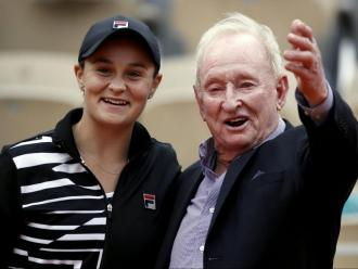 Ashleigh Barty al costat del mític tennista australià Rod Laver