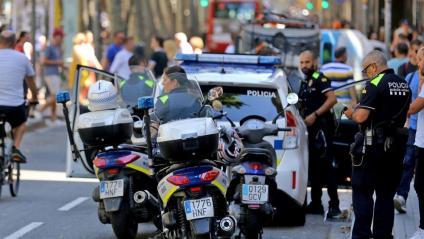 Agents de la Guàrdia Urbana al centre de Barcelona