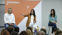 Carlos Carrizosa, Inés Arrimadas i Lorena Roldán en una trobada d'electes de Cs a Barcelona el 4 de juliol de 2019