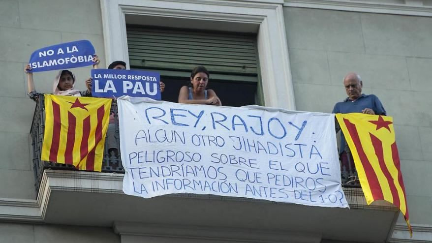 <b>Pancarta premonitòria en un balcó de Barcelona,</b> durant la manifestació que es va fer el 26 d'agost  a la ciutat en presència de Felip VI i Rajoy