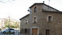 La masia de Can Burrassó és a tocar del parc de Núria Terés