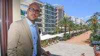 Jaume Dulsat, al balcó del seu despatx, a l'Ajuntament de Lloret.