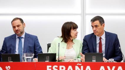 Sánchez, amb Cristina Narbona i José Luis Ábalos, ahir, en l'executiva del PSOE