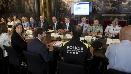La Junta de Seguretat de Barcelona, ahir, presidida pel conseller Miquel Buch i l'alcaldessa Ada Colau