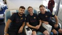Diferents imatges de l'expedició del Barça encapçalada per Bartomeu i amb la presència de nou joves del filial