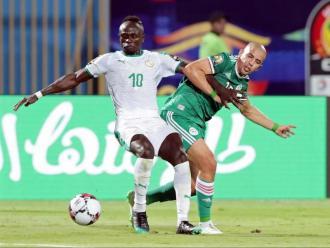 Sadio Mané i Fegouli en el Senegal - Algèria de la fase de grups