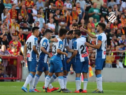 Els jugadors blanc-i-blaus celebren un dels gols contra el Lens