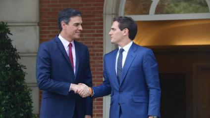 El president del govern espanyol en funcions, Pedro Sánchez, i el líder de Cs, Albert Rivera, el 7 de maig a la Moncloa