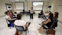 Una sessió del curs d'autocura per a professionals de l'administració de Justícia, impartit per l'especialista Begoña Odriozola al Cejfe