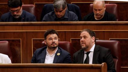 Gabriel Rufián i Oriol Juqueras, en la sessió de constitució del Congrés dels Diputats