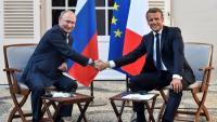 Encaixada de mans entre Putin i Macron, al Fort de Brégançon, a la regió de la Provença-Alps-Costa Blava, ahir