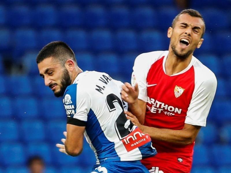 Vargas, titular ahir, lluita una pilota amb Joan Jordán