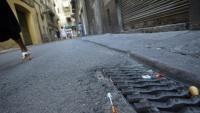 Una xeringa, usada tant per a la injecció d'heroïna com de cocaïna, en un carrer de Barcelona