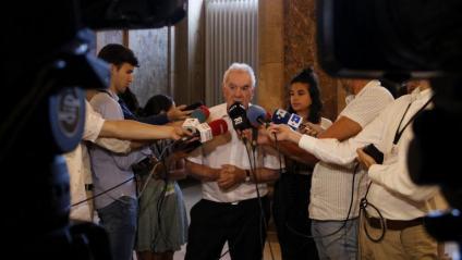 El diputat d'ERC, Ernest Maragall, atén als mitjans al Parlament