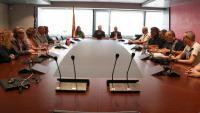Imatge general de la reunió de mediació entre els sindicats i la direcció d'Iberia