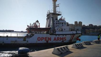 El vaixell d'Open Arms al Port de Sicília