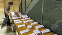 Paperetes dels diferents partits en una jornada d'eleccions al Parlament