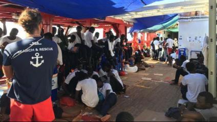 Migrants a bord del vaixell 'Ocean Vikin'