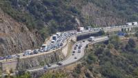 Vehicles retinguts a l'AP-7 en direcció nord entre la Jonquera i la frontera