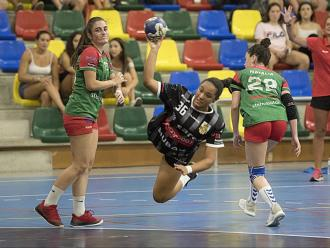 Paula Martín (Avannubo la Roca) s'encara a la porteria rival