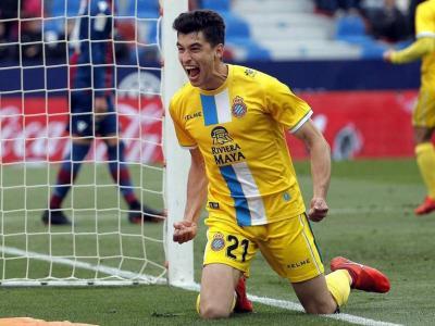 Marc Roca celebra un gol. El jugador podria deixar l'Espanyol aquest estiu