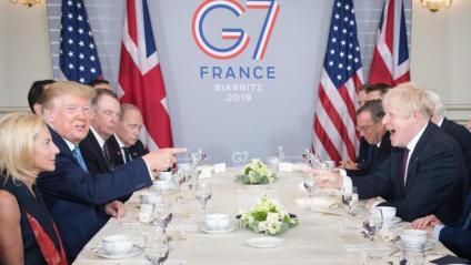 Trump i Johnson , en actitud distesa, durant la reunió bilateral en el marc del G-7