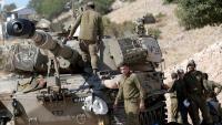 Soldats israelians patrullen al Golan, a la frontera amb Síria, ahir