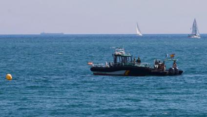 Bussejadors de la Guàrdia Civil a la platja de Sant Sebastià ahir diumenge