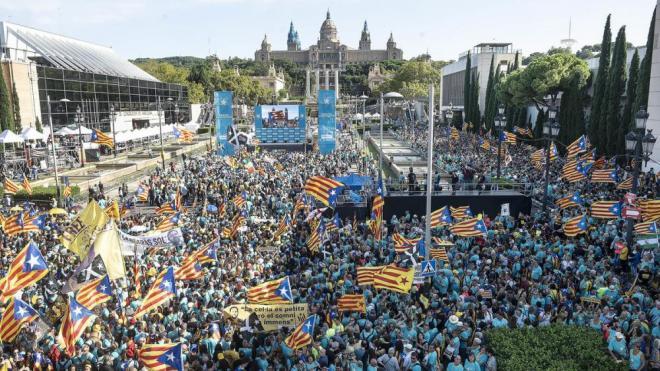 L'avinguda Maria Cristina, dimecres, plena de gent