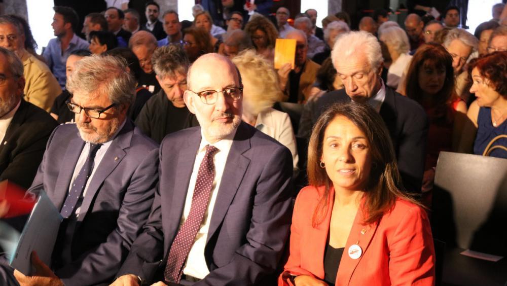 Meritxell Budó amb Antoni Bassas i el delegat del Govern a Madrid, Gorka Knörr, ahir a Madrid