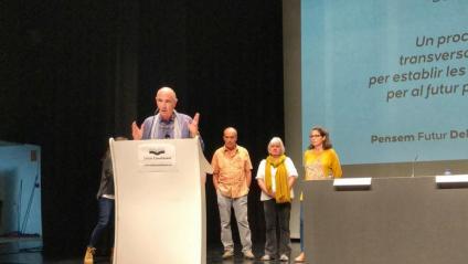 Lluís Llach, president del consell assessor del Debat Constituent, adreçant-se als assistents