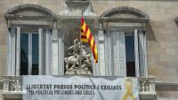 Façana del Palau de la Generalitat, amb la pancarta reivindicativa a favor dels presos
