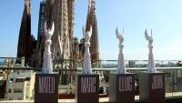 Les figures que culminaran les torres dels 4 evangelistes, amb la Sagrada Família al fons