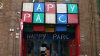 La façana del Happy Parc de Sants