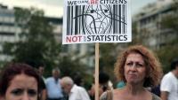 Una dona en una protesta popular a Atenes