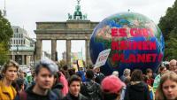 'No hi ha planeta B', denunciaven els manifestants, ahir a la Porta de Brandenburg