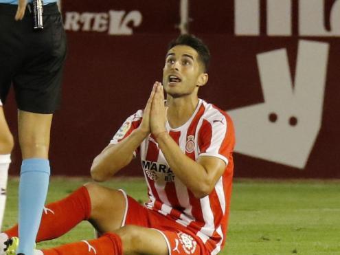 Juanpe veu una targeta en un partit de lliga