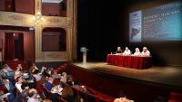 Les ponències es van realitzar ahir al matí al Teatre Municipal de Girona i els assistents van omplir gairebé totes les butaques de la platea