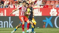 Gallar pressionat per un futbolista de Las Palmas en el duel disputat a Montilivi