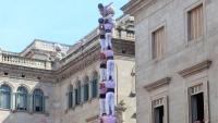 El 2 de 9 dels Minyons de Terrassa a la plaça de Sant Jaume.