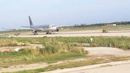 L'avió avariat de Qtar Airways que ha bloquejat una pista a l'Aeroport del Prat