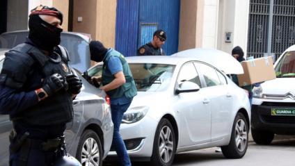 Imatge d'un dels escorcolls efectuats per la Guàrdia Civil en l'operatiu portat a terme a Sabadell