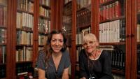 Diana Coromines i la seva mare, Tessa Calders Artís, filla de l'escriptor, a la seva casa de Barcelona