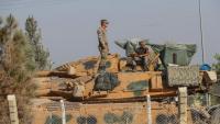 Soldats turcs sobre un tanc a la frontera amb el nord de Síria